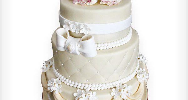 Hochzeitstorte Mit Perlen Und Schleife Hamova Konditorei