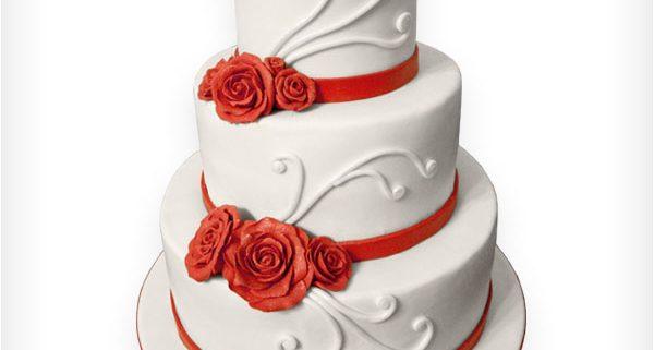 Hochzeitstorte Mit Geschwungenen Verzierungen Und Rote Rosen