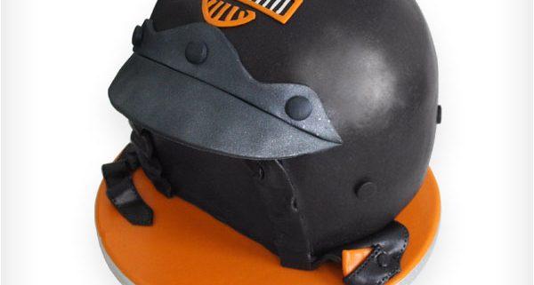 Thementorte in 3D als Motorradhelm zum Geburtstag