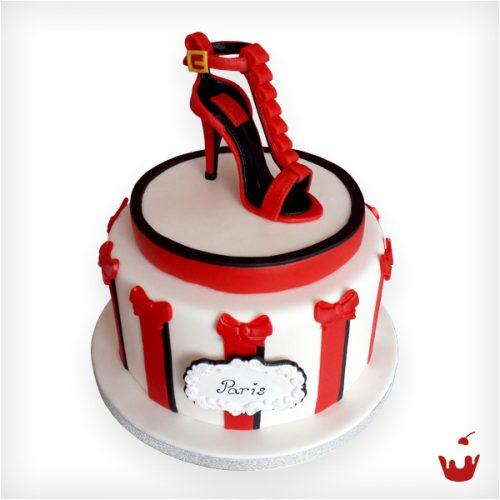 Motivtorte mit einem roten Schuh zum Geburtstag
